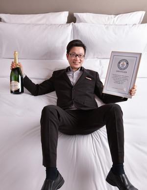 香港康得思酒店榮獲健力士世界紀錄™稱號 - 「單人最快整理雙人床」