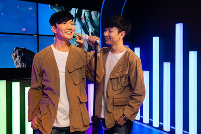JJ Lin takes the stage to unveil his new look!