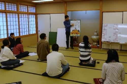 Bringing Ogura Hyakunin-isshu Kyogi Karuta from Otsu, the Holy Land of Karuta, to the World