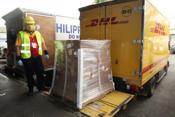 DHL hợp tác với Longhorn để cung cấp các thiết bị xét nghiệm COVID-19 cho IOM ở Kenya, Nepal và Philippines