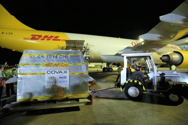DHL Express vận chuyển thành công lô vaccine ngừa COVID-19 đầu tiên của Pfizer đến Philippines