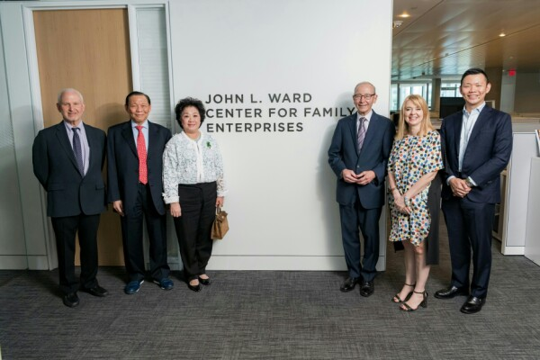 Trung tâm Kellogg dành cho doanh nghiệp gia đình được đổi tên thành Trung tâm John L. Ward