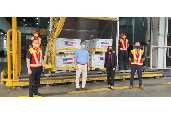 DHL Express vận chuyển thành công 1 triệu liều vaccine Pfizer-BioNTech do Mỹ viện trợ đến Malaysia