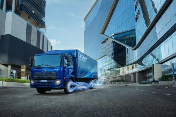 Hãng UD Trucks (Nhật Bản) giới thiệu sản phẩm mới thuộc 2 dòng xe tải đạt tiêu chuẩn khí thải Euro 5